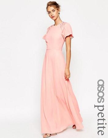 da2ae6501a7b58 Feit of fabel  een kleine vrouw staat niet in een maxi jurk.