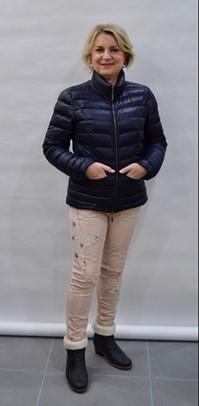 Zoek Kleding.Tips Advies Kledingtips Figuurtips Voor De Kleine Vrouw Style